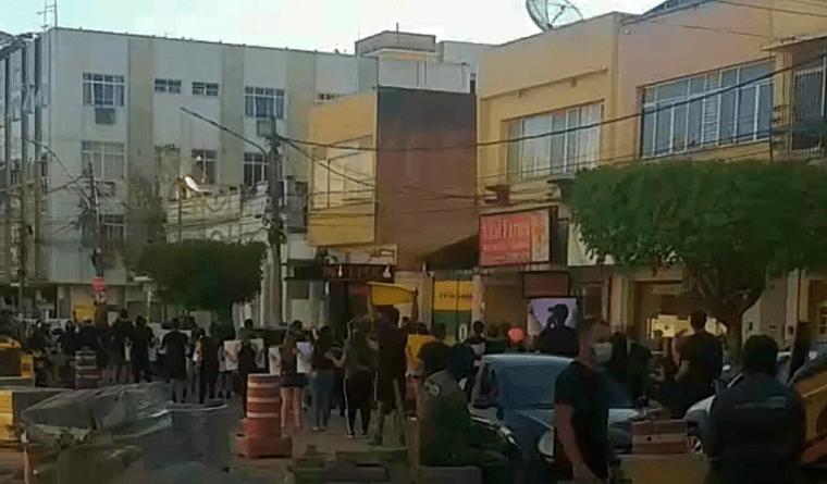 Donos de academias fazem caminhada de protesto em São Fidélis