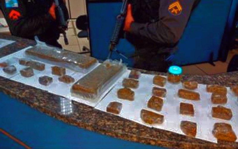 Friburgo: Polícia apreende 3,1kg de drogas em geladeira nas Braunes