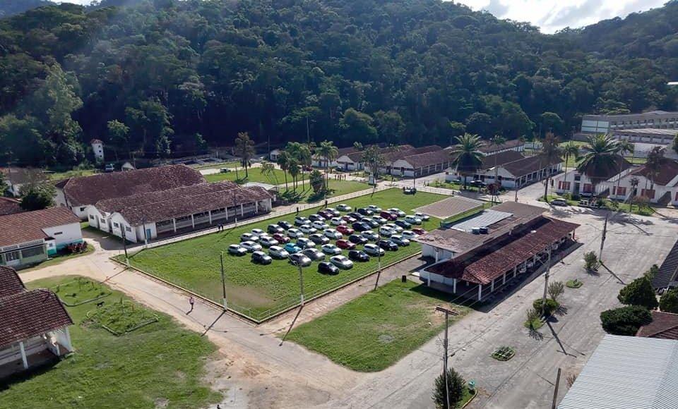 Igreja realiza culto religioso no sistema drive in em Cordeiro