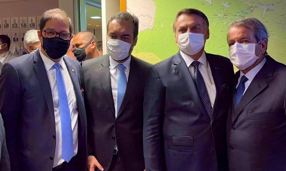 Bolsonaro acompanha filiação de governador do RJ ao PL; Altineu Côrtes comemora união
