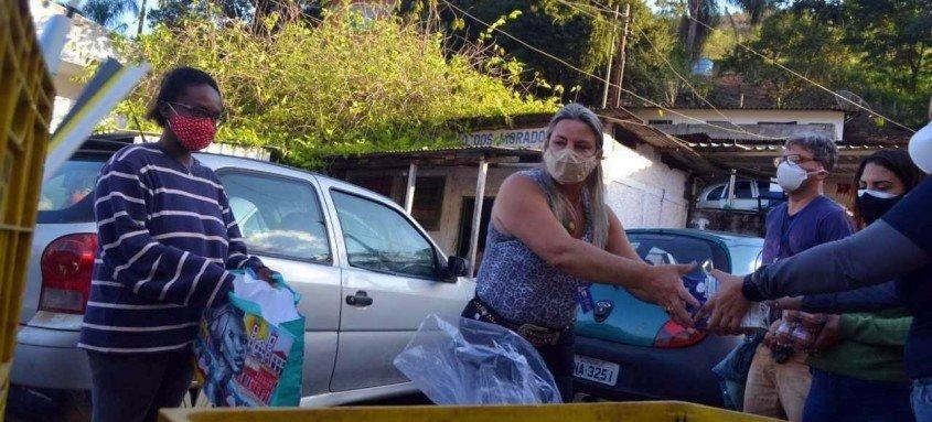 RioSolidário e Fundação BB entregam kits de alimentos em Friburgo e Teresópolis