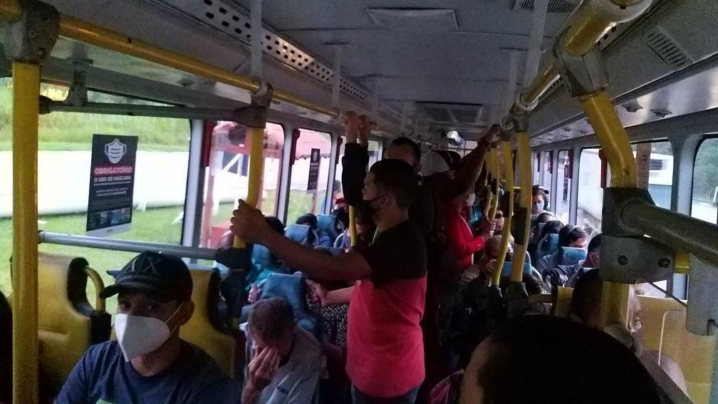 Ônibus circulam superlotados na Região Serrana do Rio em meio à pandemia