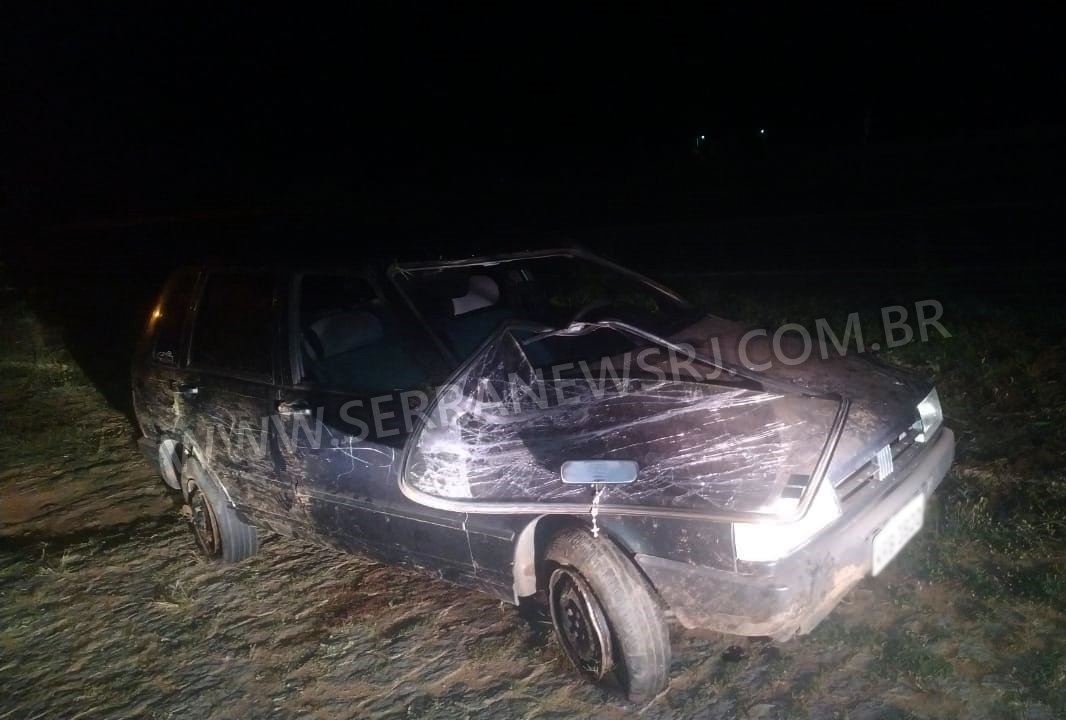 Carro capota na RJ-116 e deixa dois feridos em Aperibé