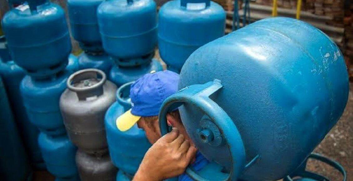 Petrobras reduz gasolina em 2%, aumenta gás de cozinha em 6% e mantém diesel