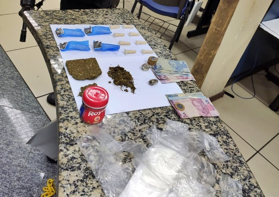 três são detidos por tráfico em Cantagalo