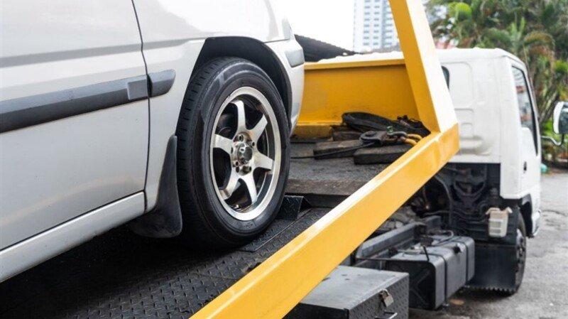 Alerj aprova proibição de reboques de veículos na presença do motorista