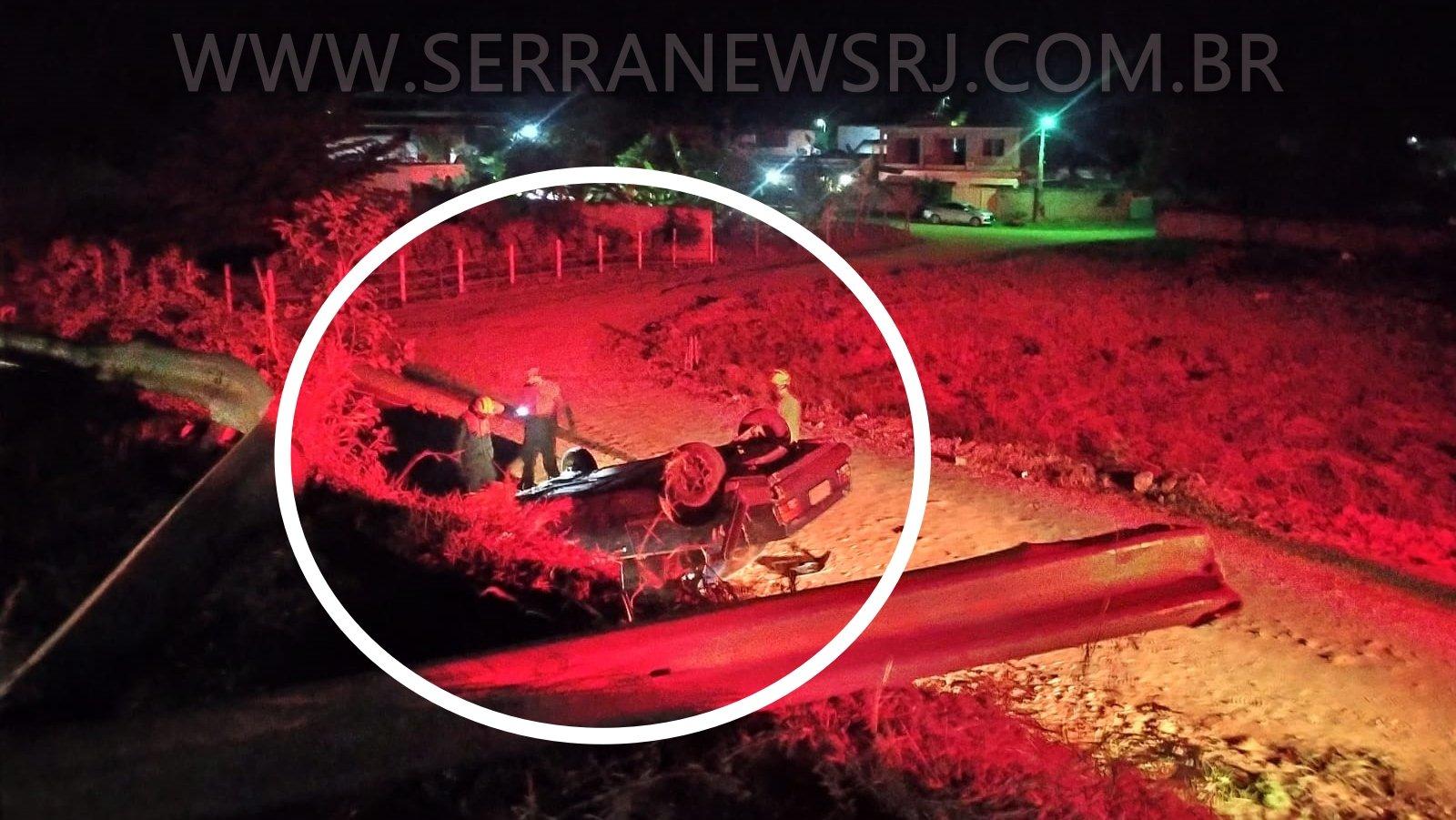 Acidente: Capotamento de carro deixa um ferido na RJ-116 em Aperibé
