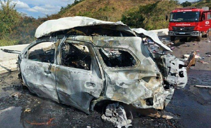 Moradores de Friburgo morrem em grave acidente na BR-393, em Três Rios