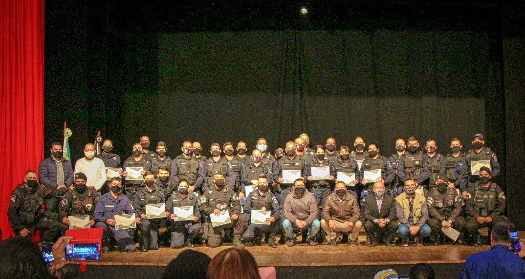 Novos 28 guardas municipais tomam posse em Nova Friburgo
