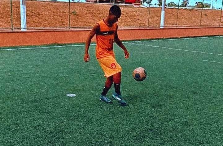 Hugo Martins, Jovem jogador de futebol de Cantagalo