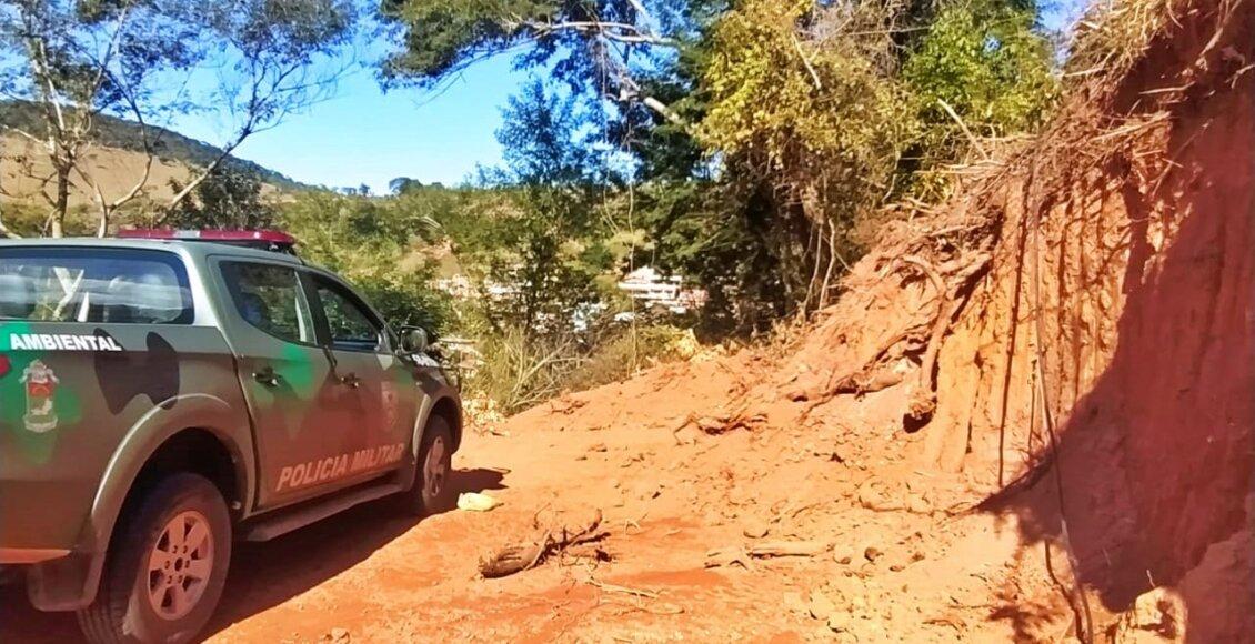 Polícia Ambiental encontra corte de barranco e desmatamento em Macuco