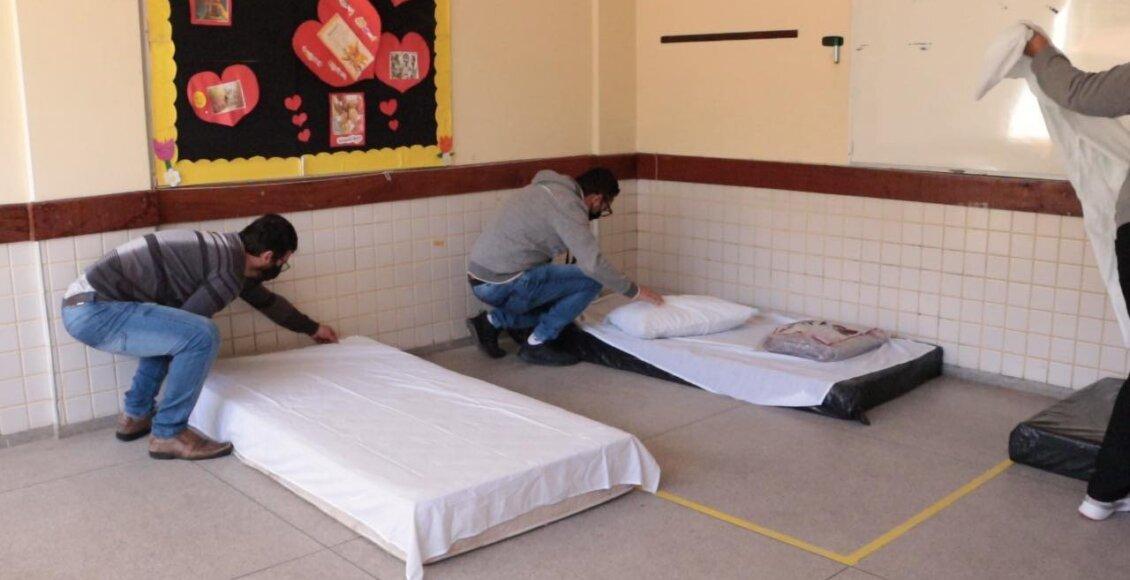 Onda de frio: Escola vira ponto de acolhimento temporário em Nova Friburgo