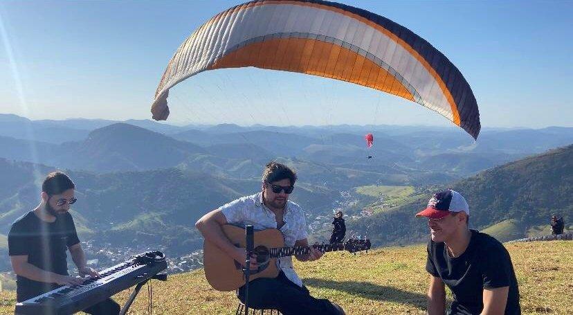 Cantor Victor Sally lança clipe de música inédita gravado em Cantagalo