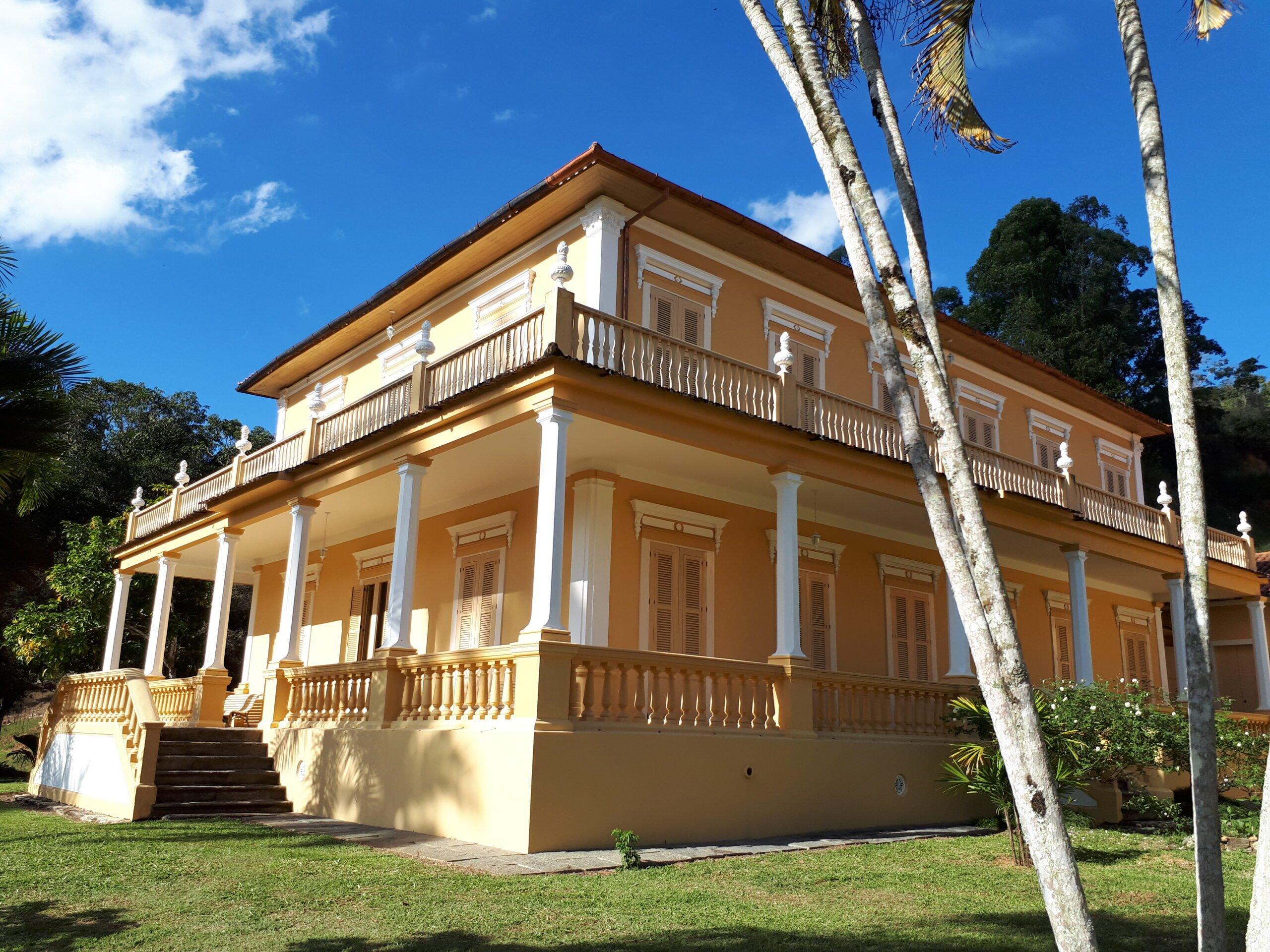 Casa palacete em estilo eclético com elementos neoclássicos. Acervo pessoal