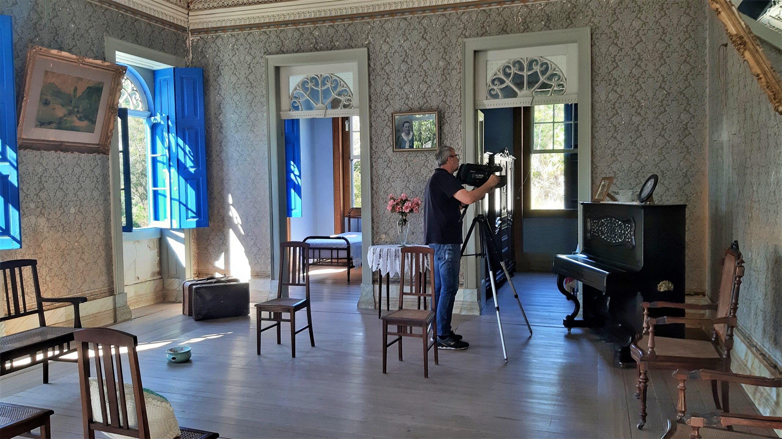 Cinegrafista Noé grava documentário produzido pelo portal de notícias Serranews. Acervo pessoal