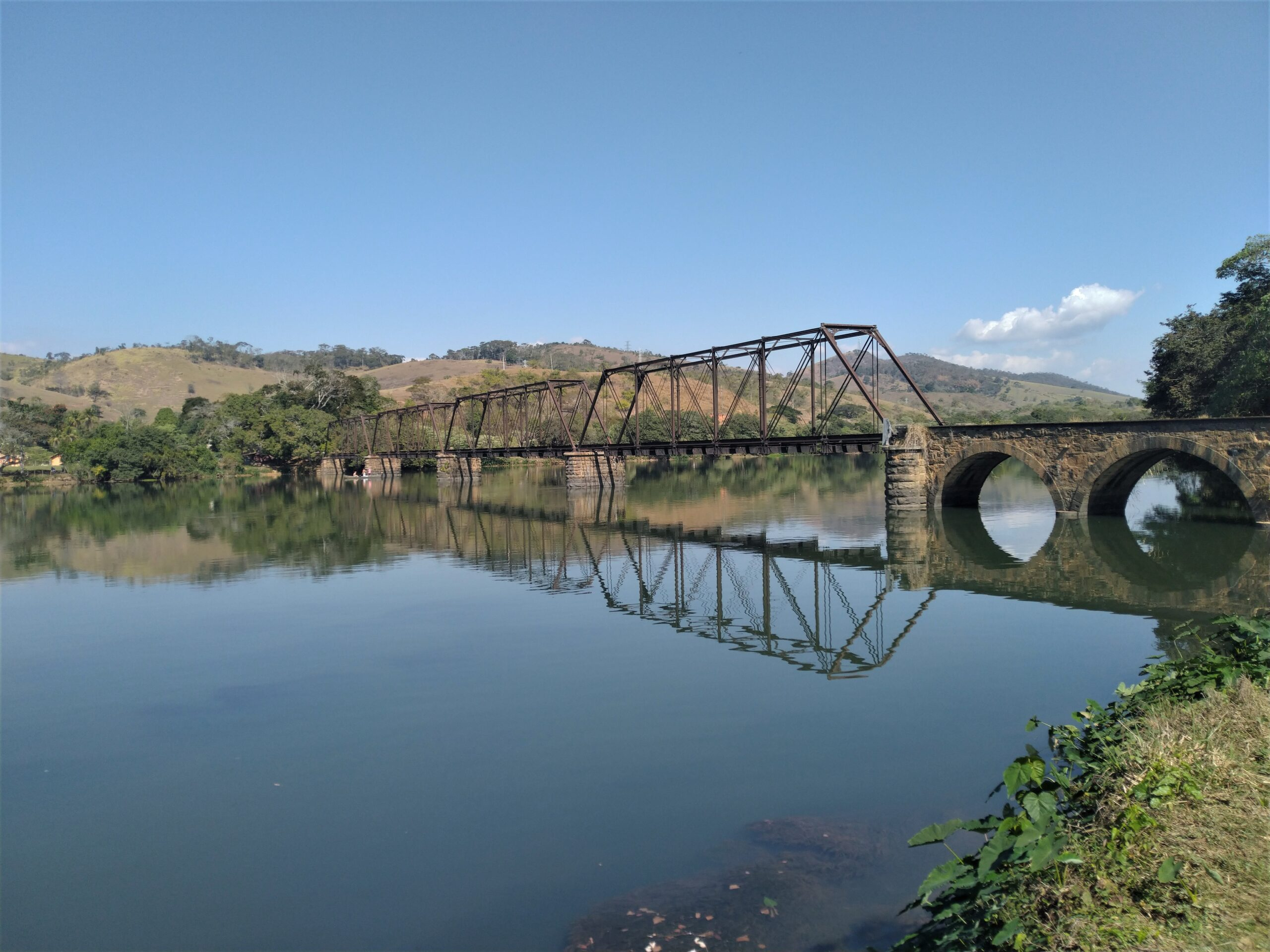 Ponte Preta que liga Minas Gerais ao estado fluminense. Acervo Márcio Gonçalves
