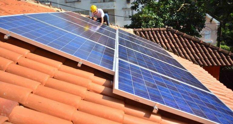 Câmara aprova cobrança de tarifa para consumidores que usam energia solar