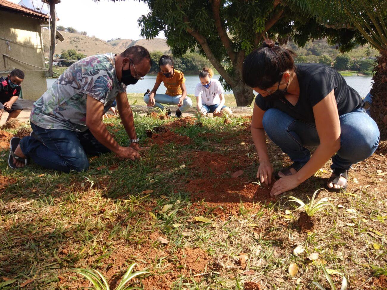 Projeto Itaocara + Verde recria mata ciliar em Portela com a ajuda da comunidade
