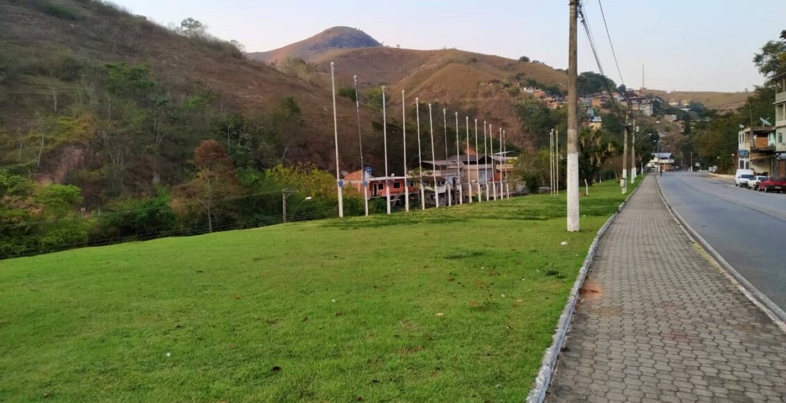 Cantagalo: Indicação sugere barras paralelas para a prática de exercícios na Praça das Bandeiras