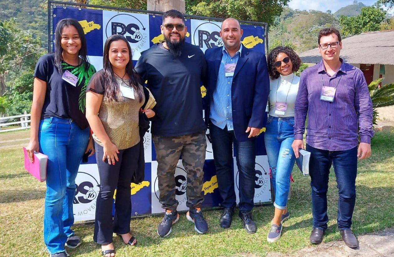 Representantes de Cantagalo posam pra foto com Gilly Ferraz - um dos propulsores do The Send, o maior evento gospel do planeta, no 1º Encontro de Pastores e Líderes da Região Serrana
