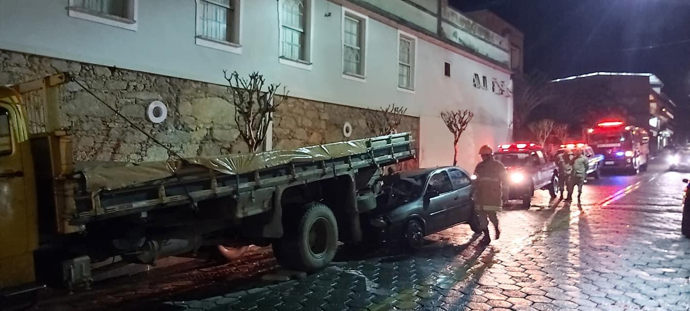 Grave acidente deixa um ferido no Centro de Santa Maria Madalena