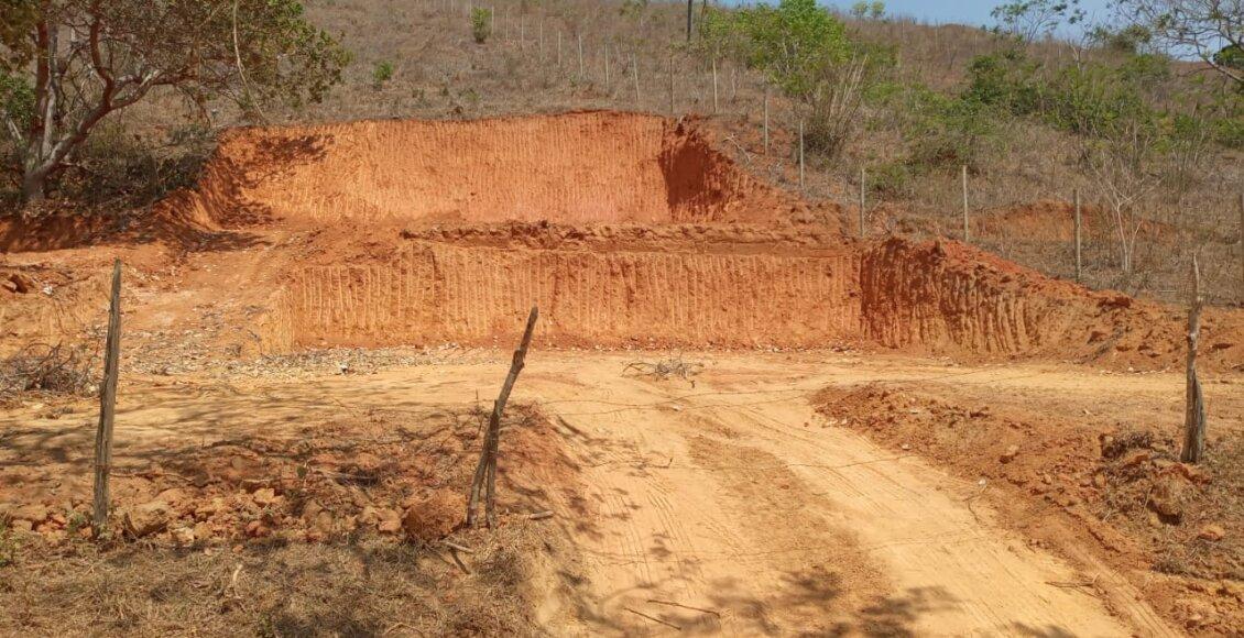 Pádua: Polícia encontra indícios de extração de argila dentro de APP