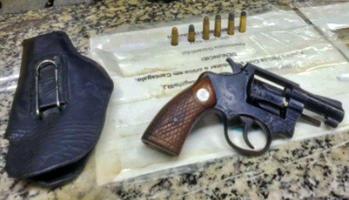 Suspeitos fogem da polícia e deixam arma para trás em Cantagalo