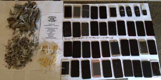 Policiais encontram dezenas de celulares e drogas no presídio de Campos