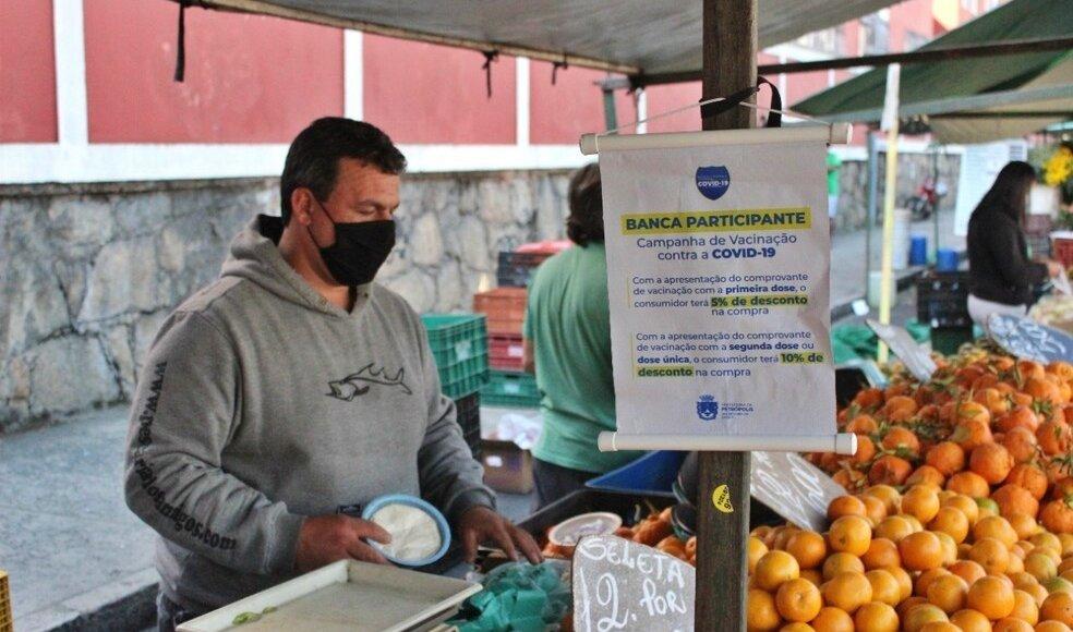 Comerciantes oferecem descontos para vacinados contra covid em Carmo e Petrópolis