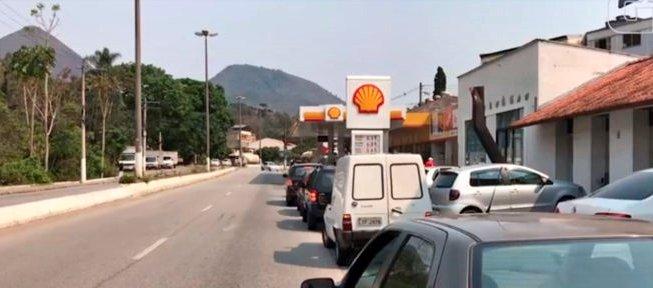 Com temor de falta de combustível, motoristas fazem fila em postos de Nova Friburgo