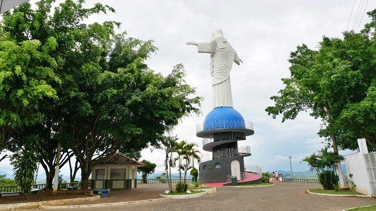 Cristo de Itaperuna torna-se irmão, único no mundo, do Cristo Redentor do Rio