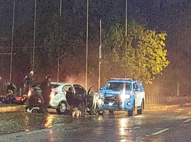 Friburgo: Carro em fuga colide com viatura da PM; cinco são conduzidos à DP